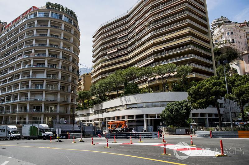 260.286 km es la distancia del circuito del Gran Premio de Mónaco. Debido a la baja velocidad promedio en Mónaco, la duración de la carrera es mucho más corta que en otros Grandes Premios.