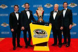 NASCAR-Champion Jimmie Johnson, Hendrick Motorsports, Chevrolet, mit Teambesitzer Rick Hendrick und