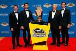 Campeón Jimmie Johnson, Hendrick Motorsports Chevrolet y el dueño del equipo Rick Hendrick, jefe de