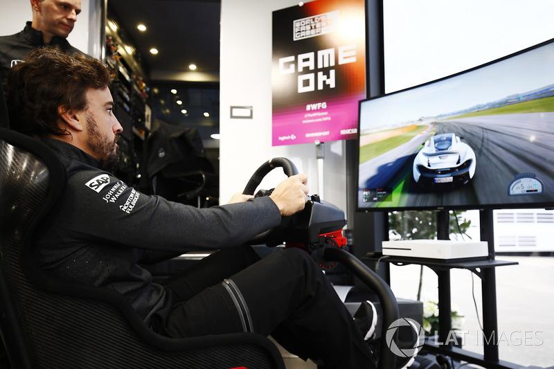 Фернандо Алонсо, McLaren, на симуляторі
