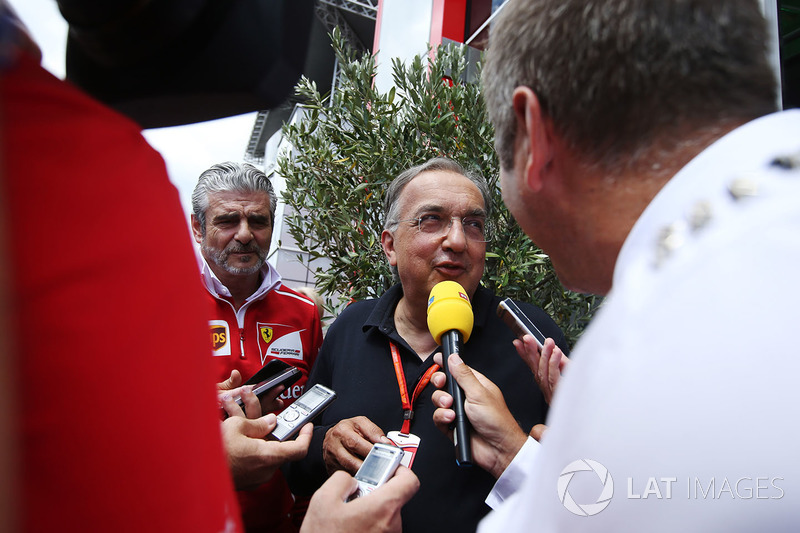 Президент Ferrari Серджіо Маркіонне, керівник команди Ferrari Мауріціо Аррівабене