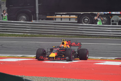 Max Verstappen, Red Bull Racing RB13, nach Kollision