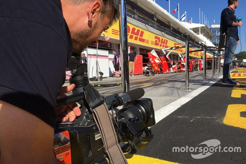 Iker Viana, cámara de televisión de Movistar F1, en acción