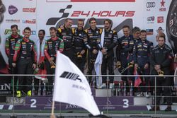 Pro-Am podium: Race winnaar #16 Black Falcon Mercedes-AMG GT3: Oliver Morley, Miguel Toril, Maximili