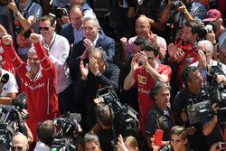 Maurizio Arrivabene, Ferrari Team Principal, Sergio Marchionne, CEO FIAT, Mattia Binotto, Ferrari Chief Technical Officer and Piero Lardi Ferrari, Ferrari Vice President celebrate with the team
