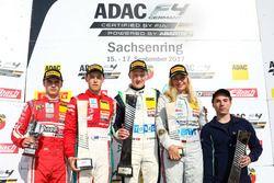 Podium: 1. Fabio Scherer, US Racing, 2. Marcus Armstrong, Prema Powerteam, 3. Sophia Flörsch, Mücke Motorsport, bester Rookie Mick Wishofer, Lechner Racing