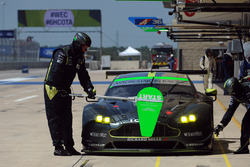 Экипаж №98 команды Aston Martin Racing, Aston Martin Vantage: Пол Далла-Лана, Педро Лами, Матиас Лау