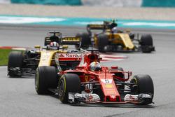 Sebastian Vettel, Ferrari SF70H, Nico Hulkenberg, Renault Sport F1 Team RS17, Jolyon Palmer, Renault Sport F1 Team RS17