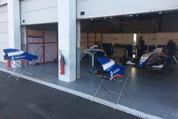 Suasana garasi Mark Burdett Motorsport