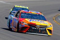 Matt Kenseth, Joe Gibbs Racing Toyota y Paul Menard, Richard Childress Racing Chevrolet