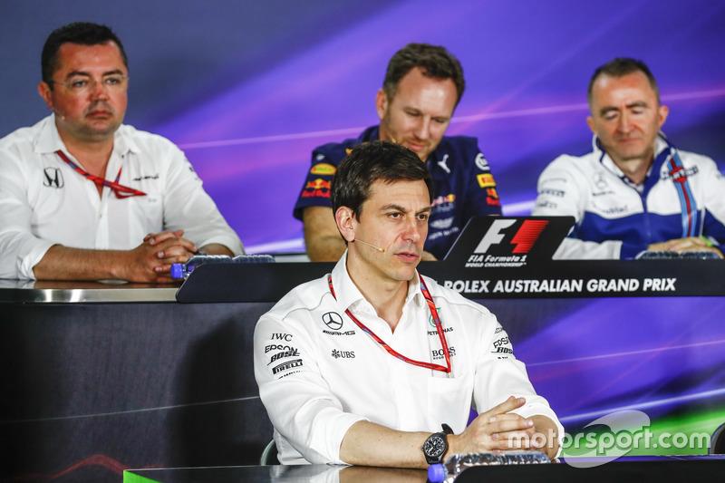Eric Boullier, Renndirektor, McLaren; Toto Wolff, Sportchef, Mercedes AMG; Christian Horner, Teamchef, Red Bull Racing; Paddy Lowe, Williams Formula 1, bei der FIA-Pressekonferenz