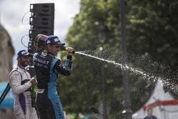 Sébastien Buemi, Renault e.Dams, festeggia sul podio
