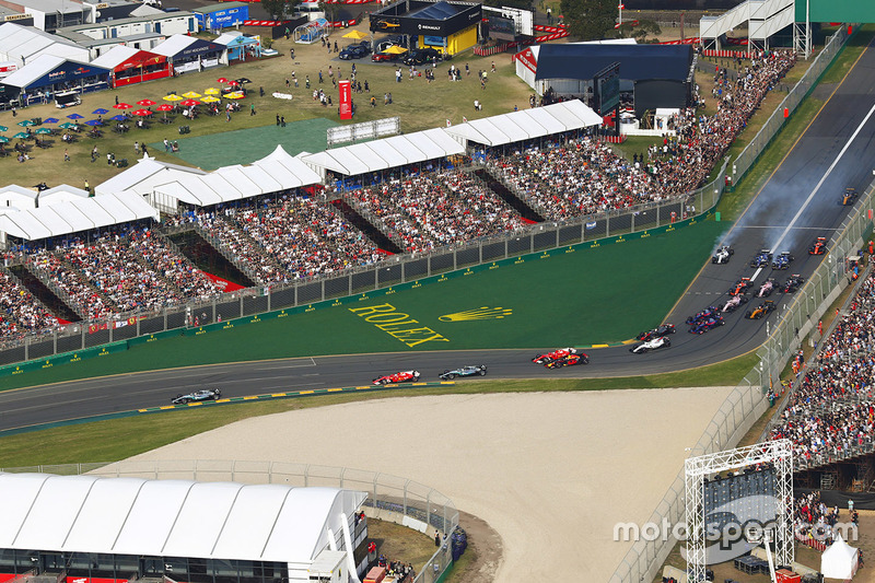 Lewis Hamilton, Mercedes AMG F1 W08, lidera a Sebastian Vettel, Ferrari SF70H, Valtteri Bottas, Mercedes AMG F1 W08, Kimi Raikkonen, Ferrari SF70H, Max Verstappen, Red Bull Racing RB13