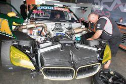 BMW M6 GT3, mécaniciens au travail