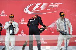 Podio: segundo lugar Valtteri Bottas, Mercedes AMG F1, ganador de la carrera Daniel Ricciardo, Red B