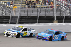 Michael McDowell, Leavine Family Racing Chevrolet, Aric Almirola, Richard Petty Motorsports Ford