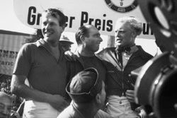 Podio: Juan Manuel Fangio, Maserati, segundo Mike Hawthorn, Lancia Ferrari, tercero Peter Collins, Lancia Ferrari