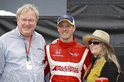 Dale and Gail Coyne with winner Sébastien Bourdais, Dale Coyne Racing Honda