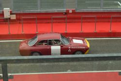 Историческая Alfa Romeo на пит-лейне