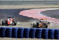 Marcus Armstrong, Prema Powerteam und Kami Laliberté, Van Amersfoort Racing im Kies