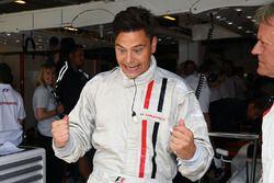 Marc Surer, pilote de la biplace F1 Experiences et un passager de la biplace F1 Experiences