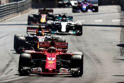 Kimi Räikkönen, Ferrari SF70H; Daniel Ricciardo, Red Bull Racing RB13; Valtteri Bottas, Mercedes AMG
