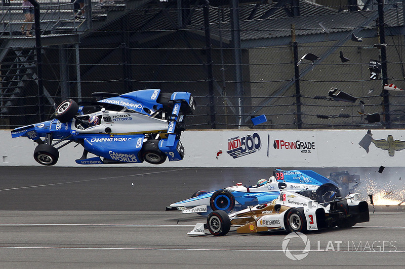 Scott Dixon, Chip Ganassi Racing Honda, Jay Howard, Schmidt Peterson Motorsports Honda