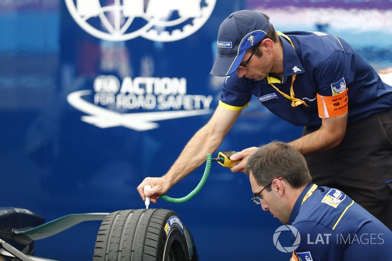 Reifentechniker von Michelin