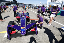 Jose Maria Lopez, DS Virgin Racing, on the grid