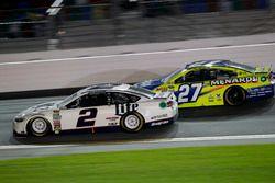 Brad Keselowski, Team Penske Ford; Paul Menard, Richard Childress Racing Chevrolet