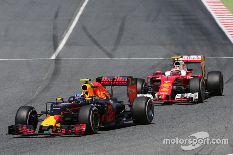 Verstappen resistiu à pressão de Kimi Räikkönen no trecho final da prova e guiou como um veterano para se tornar o mais jovem vencedor da história da F1 - com 18 anos, sete meses e 16 dias.