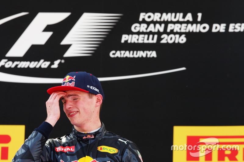 Ganador, Max Verstappen, Red Bull Racing celebra en el podium