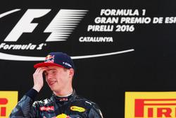Le vainqueur Max Verstappen, Red Bull Racing fête sa victoire sur le podium