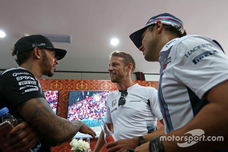 إحتفالات جنسن باتون، مكلارين هوندا بسباقه ال300 فى الفورمولا1 مع لويس هاميلتون، مرسيدس وفيليبي ماسا، ويليامز