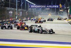 Nico Rosberg, Mercedes AMG F1 W07 Hybrid leads at the start of the race as Nico Hulkenberg, Sahara F