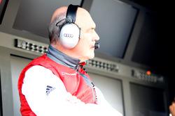 Руководитель спортивного отделения Audi's доктор Вольфганг Ульрих