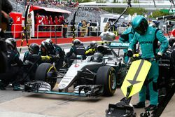Nico Rosberg, Mercedes AMG F1 W07 Hybrid s'arrête aux stands
