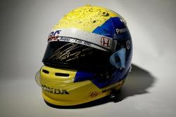 チャリティオークションに出品される佐藤琢磨が2016年のインディ500で使用したヘルメット