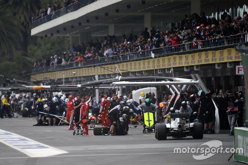 Lewis Hamilton, Mercedes AMG F1 W07 Hybrid in the pits