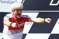 Gigi Dall'Igna, Directeur général Ducati Corse, sur le podium