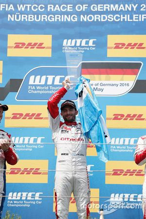 Podium: Race winner José María López, Citroën World Touring Car Team, Citroën C-Elysée WTCC