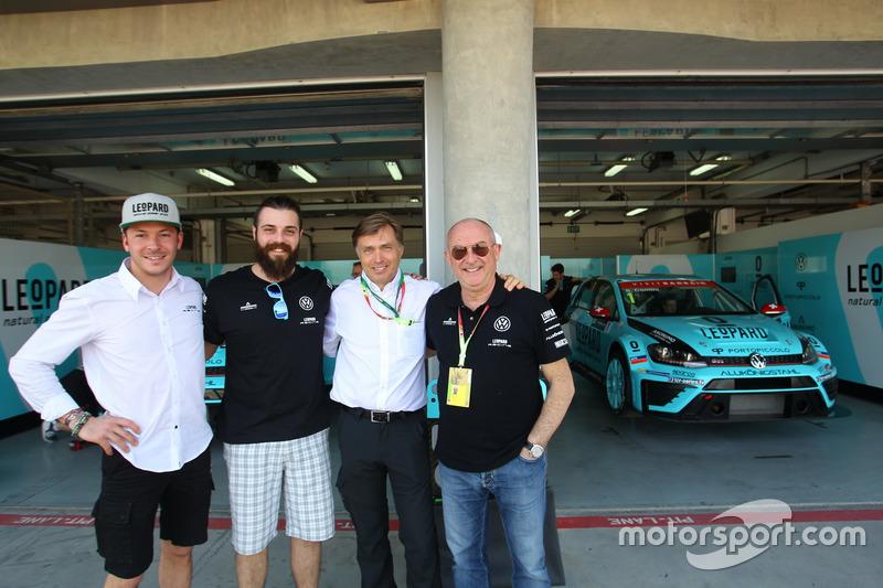 Jean-Karl Vernay e Stefano Comini, Leopard Racing, Volkswagen Golf GTI TCR, con Jos Capito, Direttor
