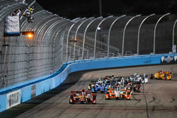 Scott Dixon, Chip Ganassi Racing Chevrolet takes the win