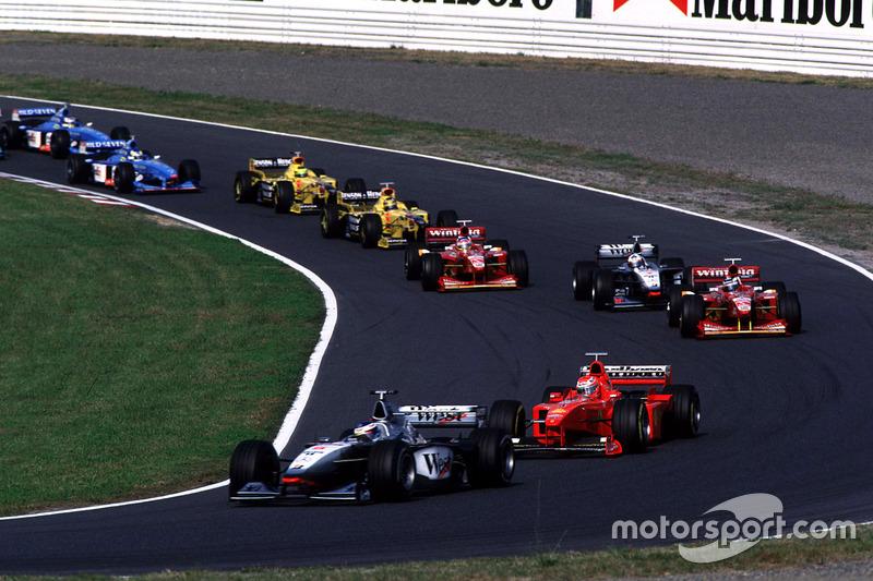 Départ : Mika Hakkinen, McLaren, mène