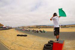 Mini-Max taking the green flag