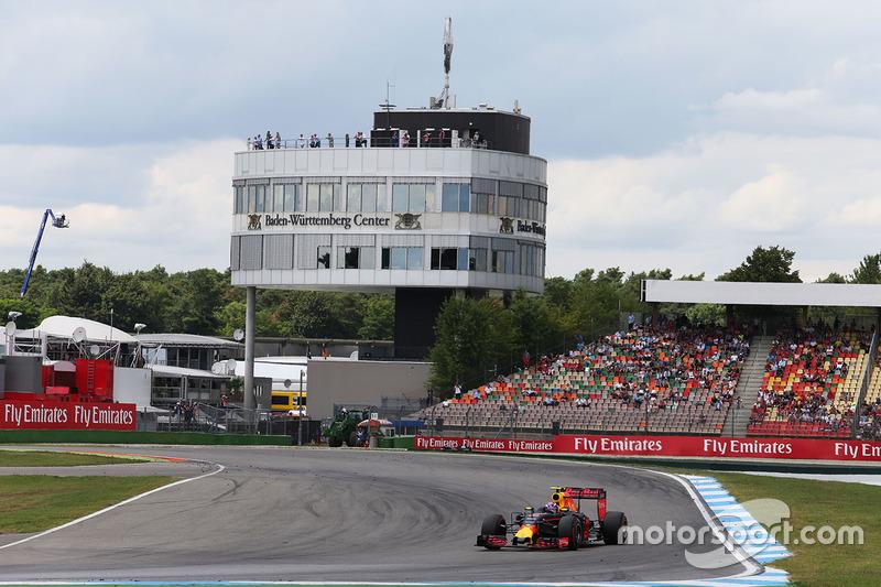 O pódio foi completado por Max Verstappen. Além do terceiro lugar, o holandês protagonizou o lance mais polêmico da prova, com...
