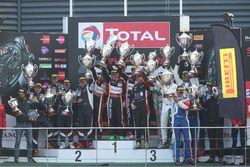 Podio AMclass: Ganadores #888 Kessel Racing, Ferrari F458 Italia GT3: Marco Zanuttini, Liam Talbot,