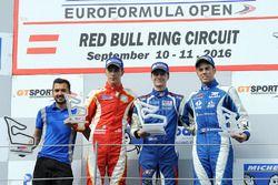 Podyum: 1. Colton Herta, Carlin Motorsport, 2. Leonardo Pulcini, Campos Racing, 3. Diego Menchaca, C