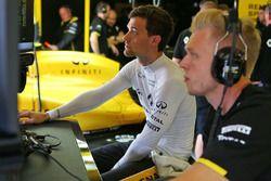 Jolyon Palmer, Renault Sport F1 Team and team mate Kevin Magnussen, Renault Sport F1 Team