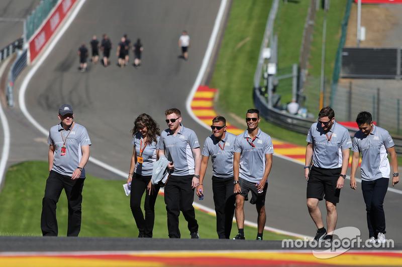 Pascal Wehrlein, Manor Racing; Rio Haryanto, Manor Racing